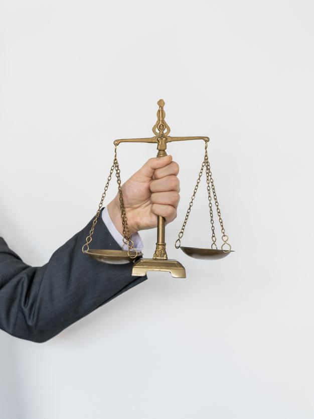 Savoir faire la différence entre un avocat et un juriste